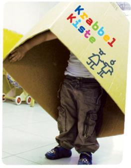 Foto Karton mit Logo der Krabbelkiste